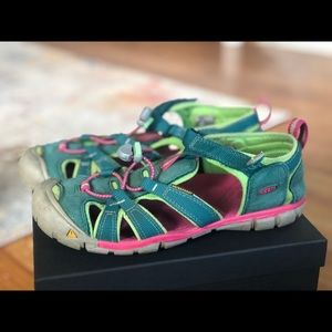 Keen sandals / water shoes